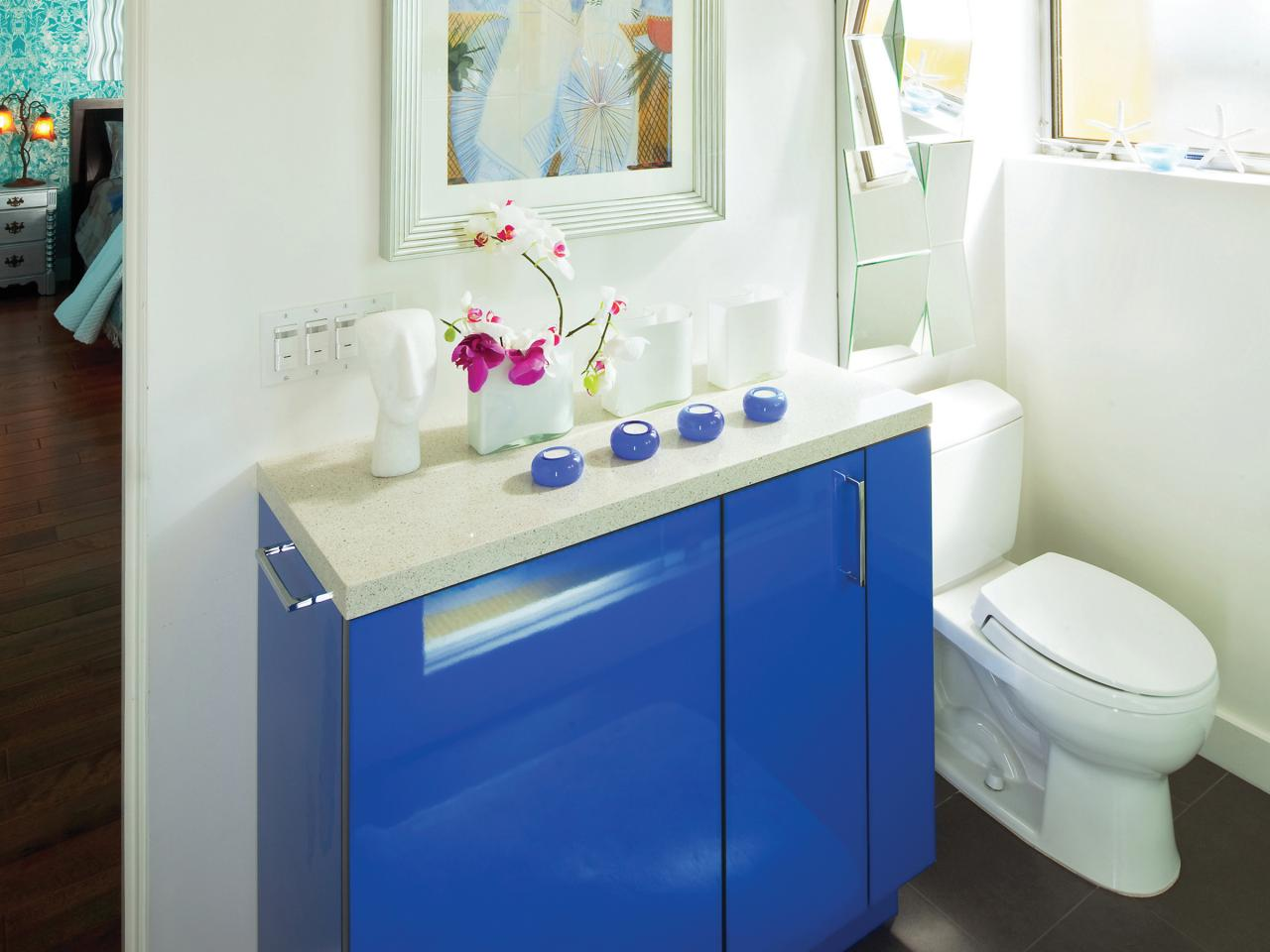 Small bathroom cabinets hgtv for Small 4 piece bathroom designs