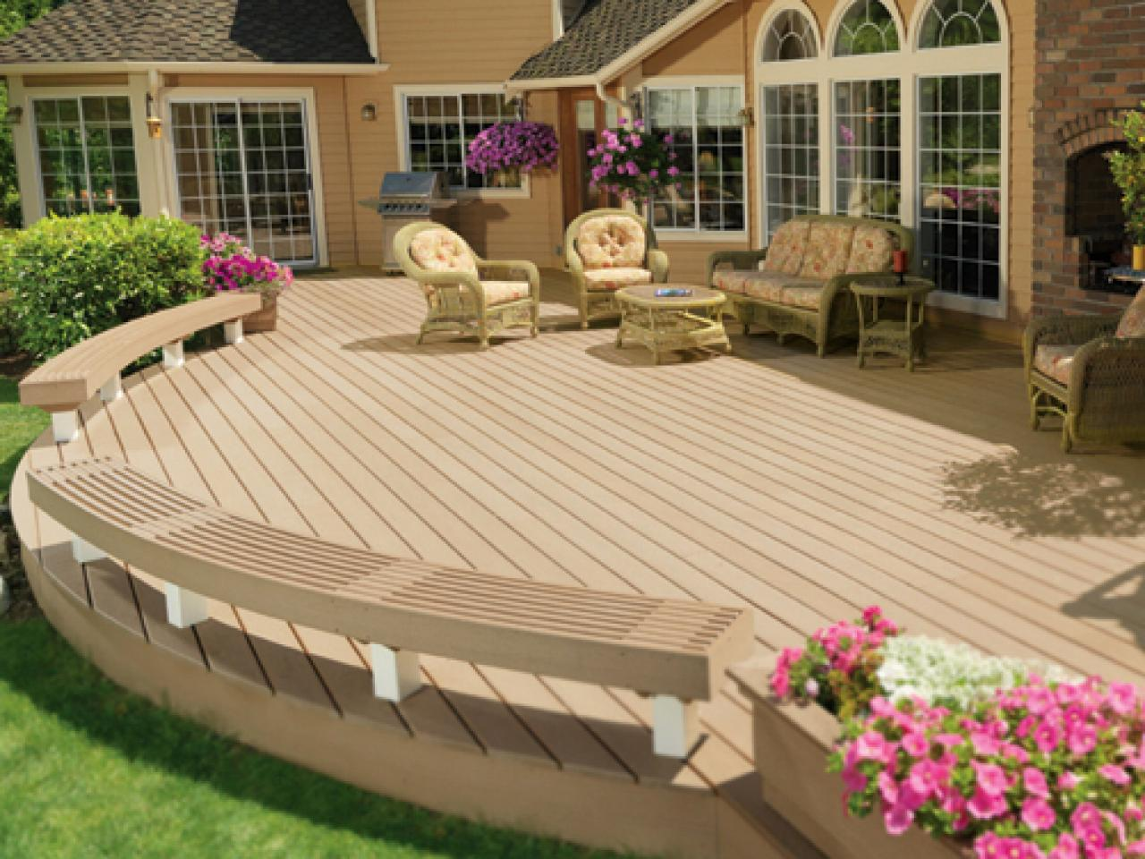 Deck designs ideas pictures hgtv for Circular garden decking