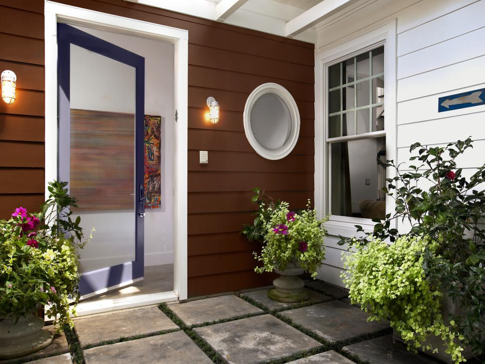 20 stunning entryways and front door designs hgtv for Decorating outdoor entryways