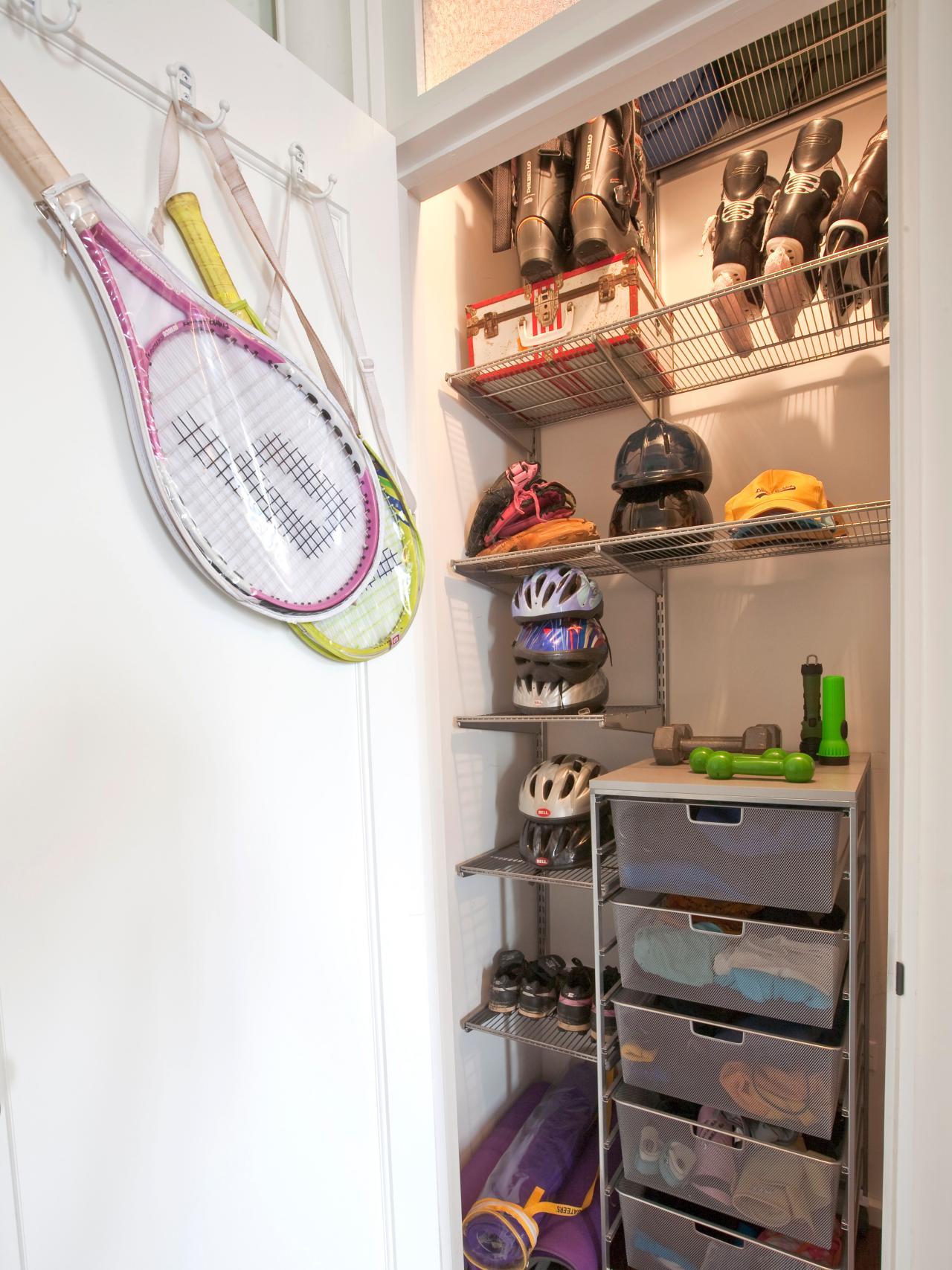 Tips for Organizing a Small Reach in Closet