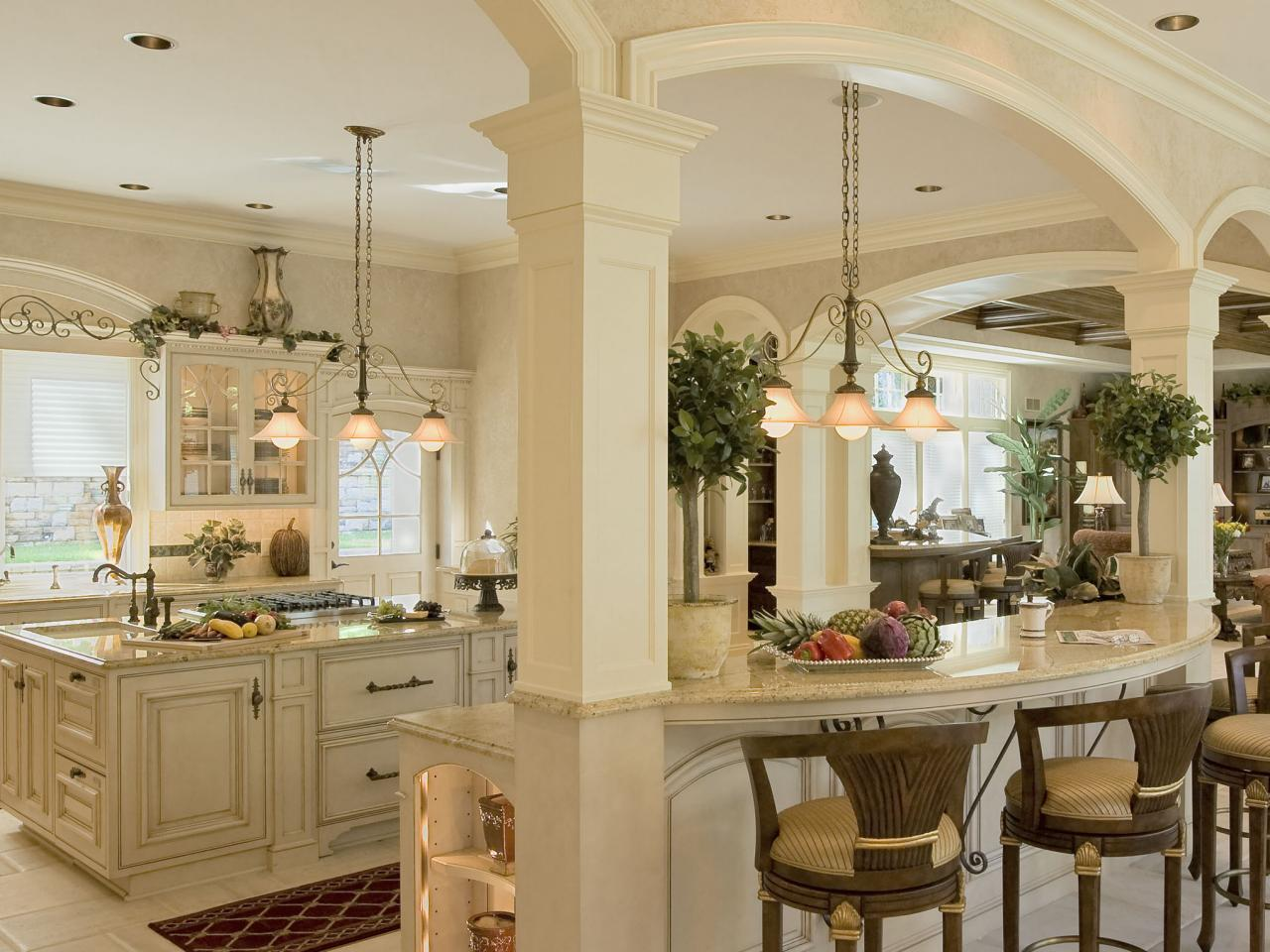 Colonial kitchens hgtv for Kitchen colors with white cabinets with papier peints design