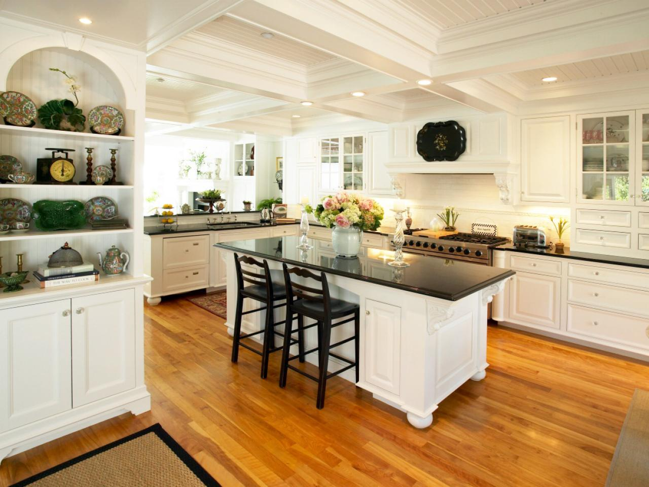 Mediterranean kitchens hgtv for Open kitchen style