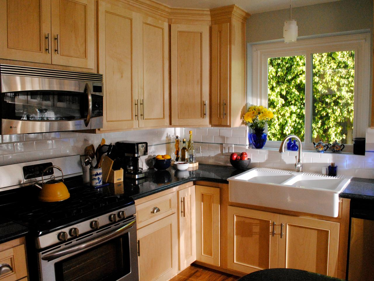 Kitchen cabinet refacing pictures options tips ideas for Ideas to redo old kitchen cabinets