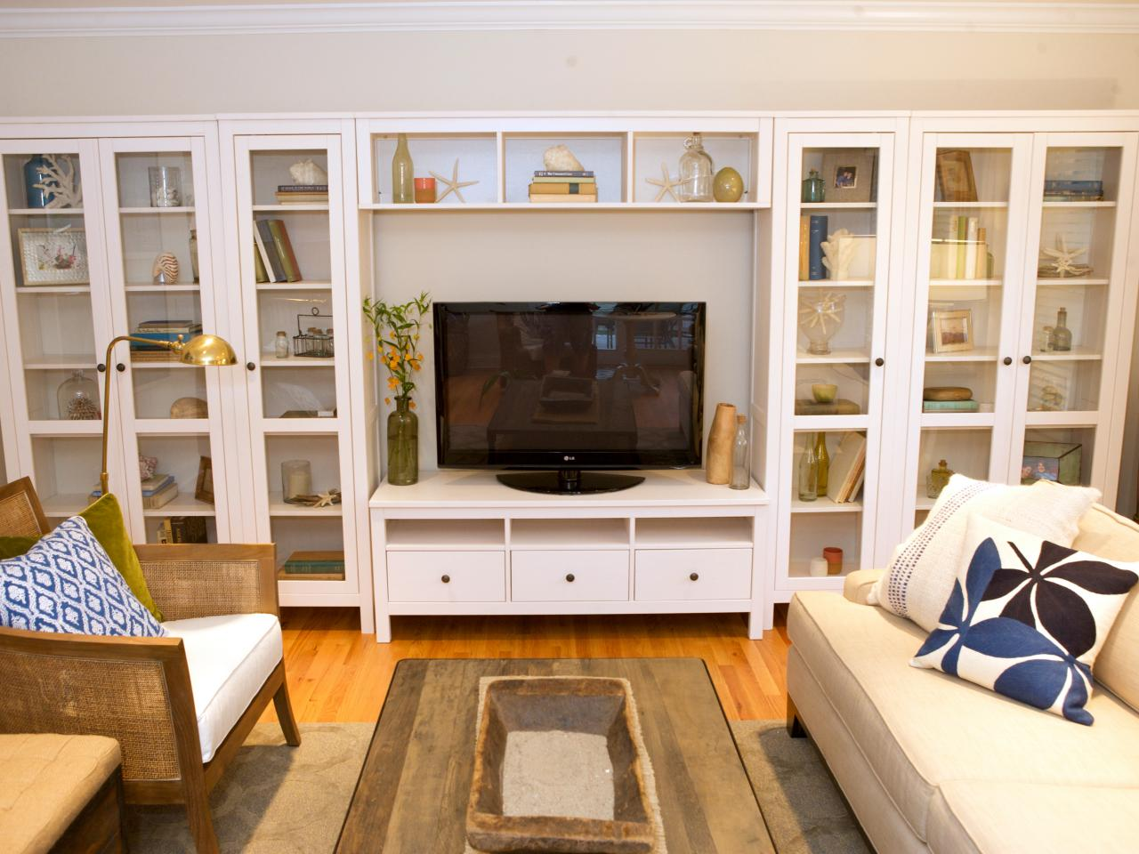 living room built in shelves hgtv. Black Bedroom Furniture Sets. Home Design Ideas