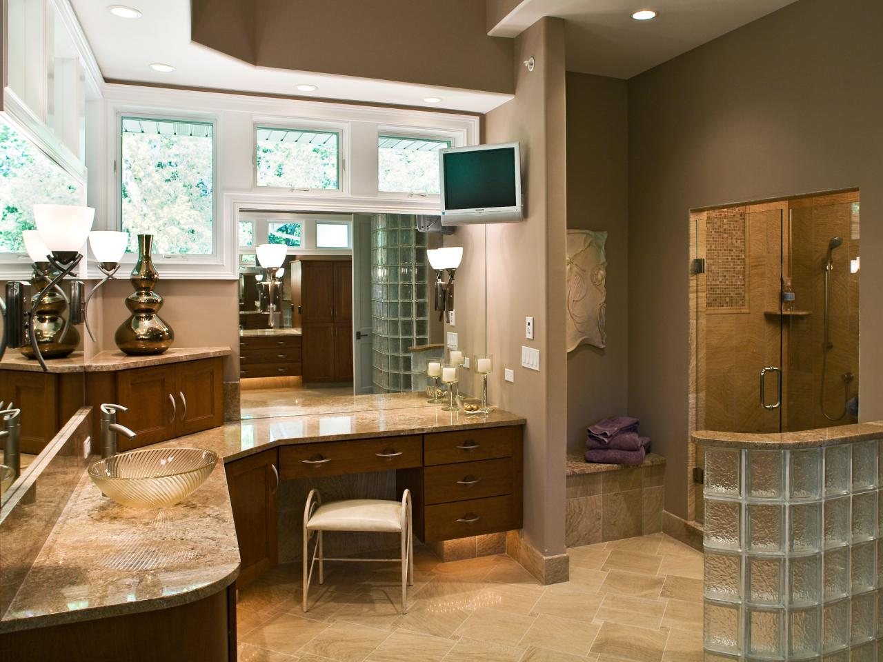 Neutral Spa Bathroom With Glass Brick Walls