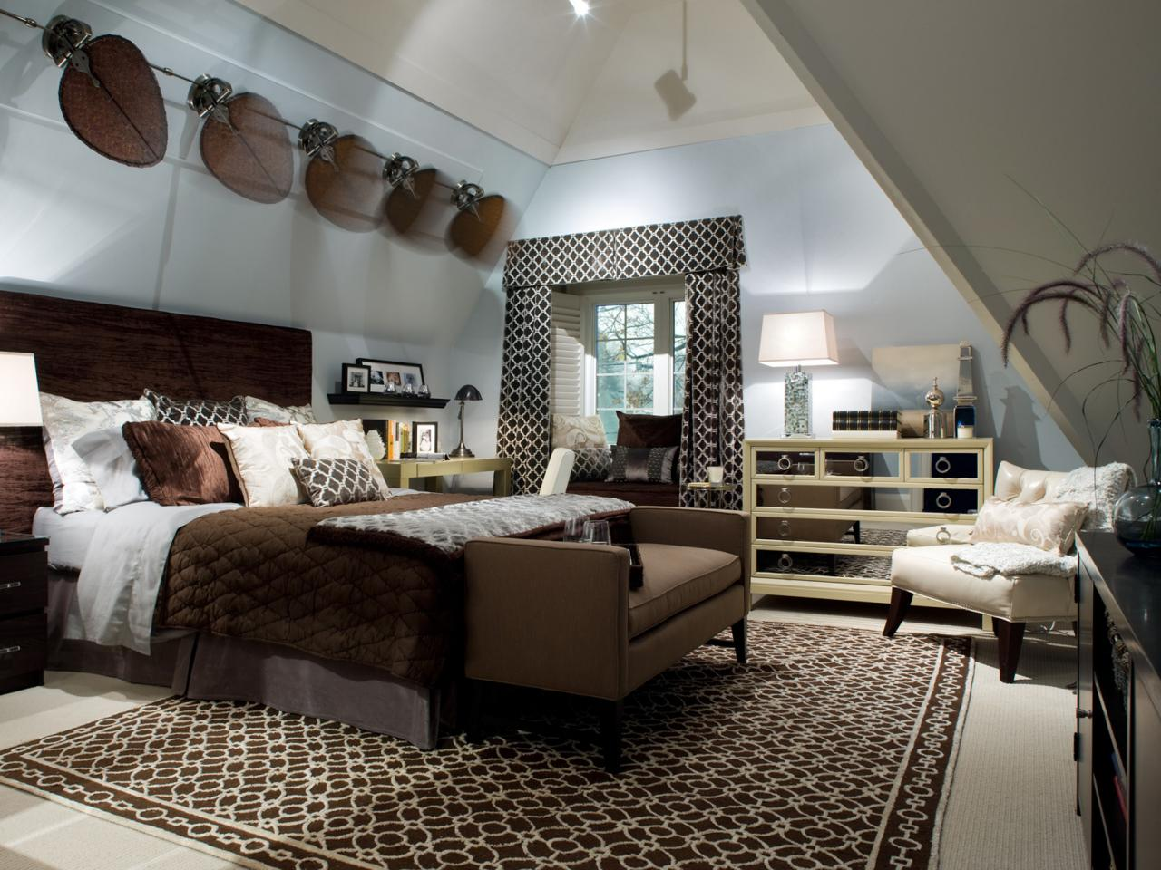Exceptionnel Sloped Ceilings In Bedrooms
