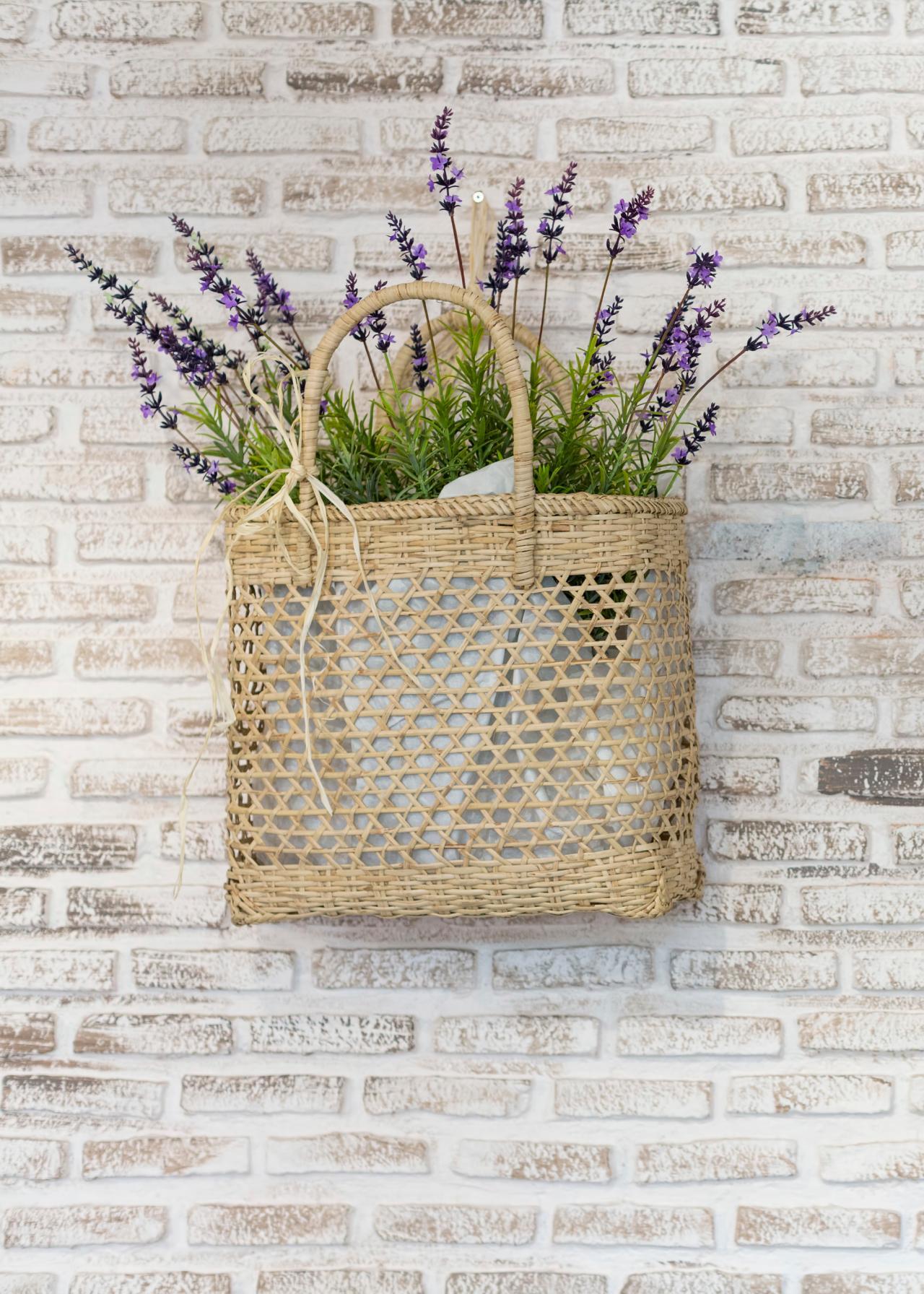 10 Fall Door Decorations That Arent Wreaths Hgtvs Decorating