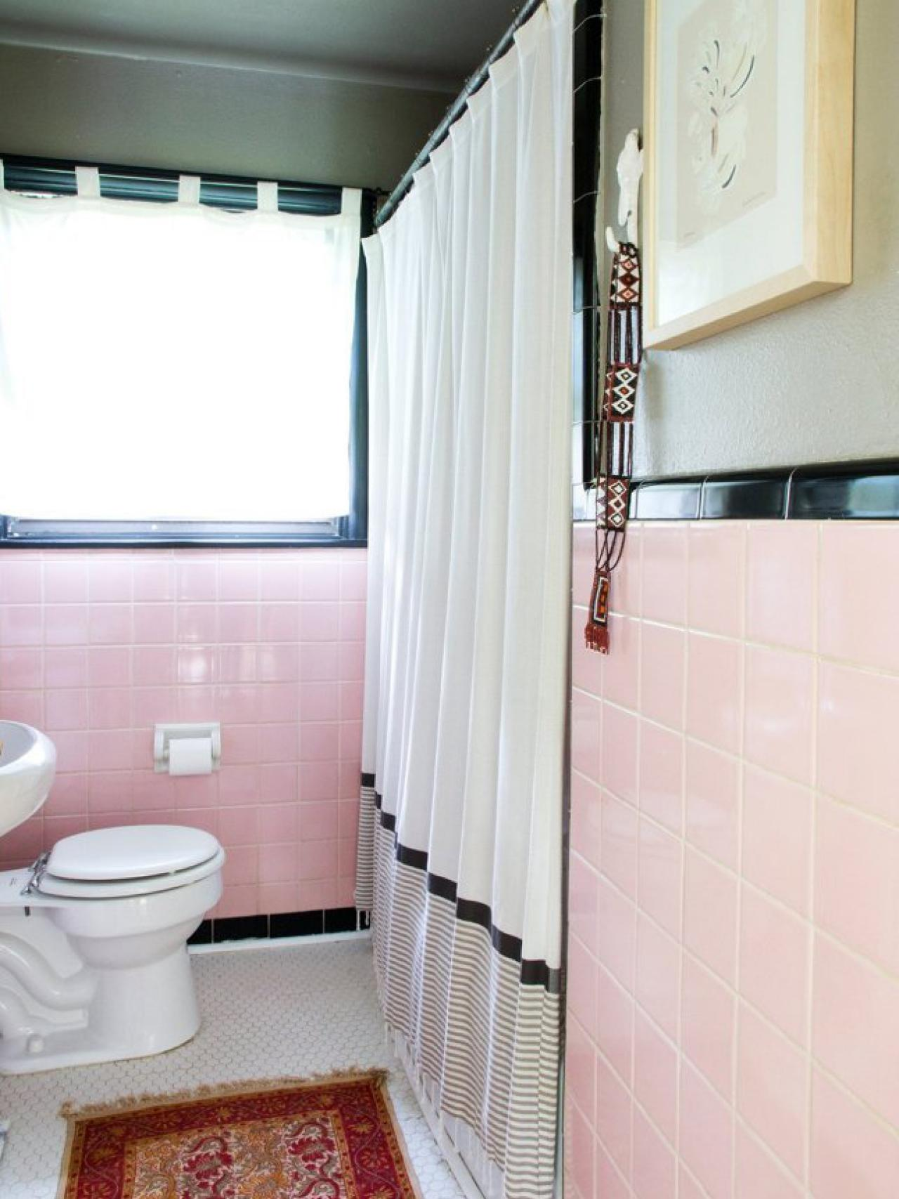 Reasons to Love Retro Pink-Tiled Bathrooms | HGTV\'s Decorating ...