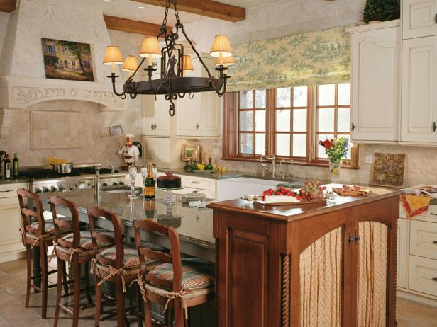 French Country Eat-In Kitchen