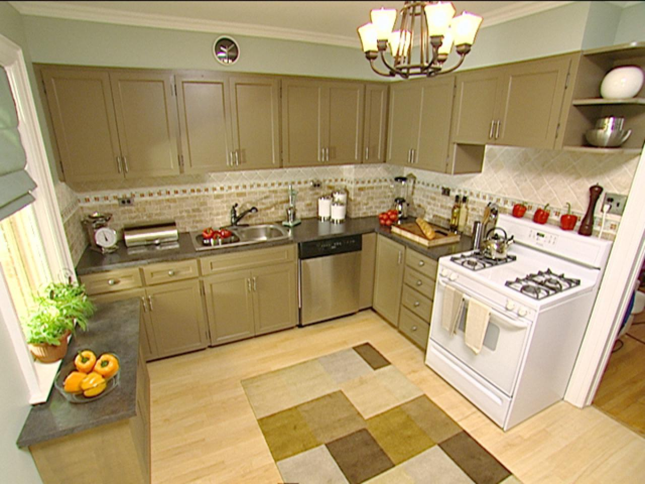 Color enhances family friendly kitchen hgtv Kitchen cabinet colors 2016