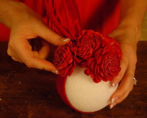 Pomander_Balls_v2_-_Attaching_Flower_to_Ball