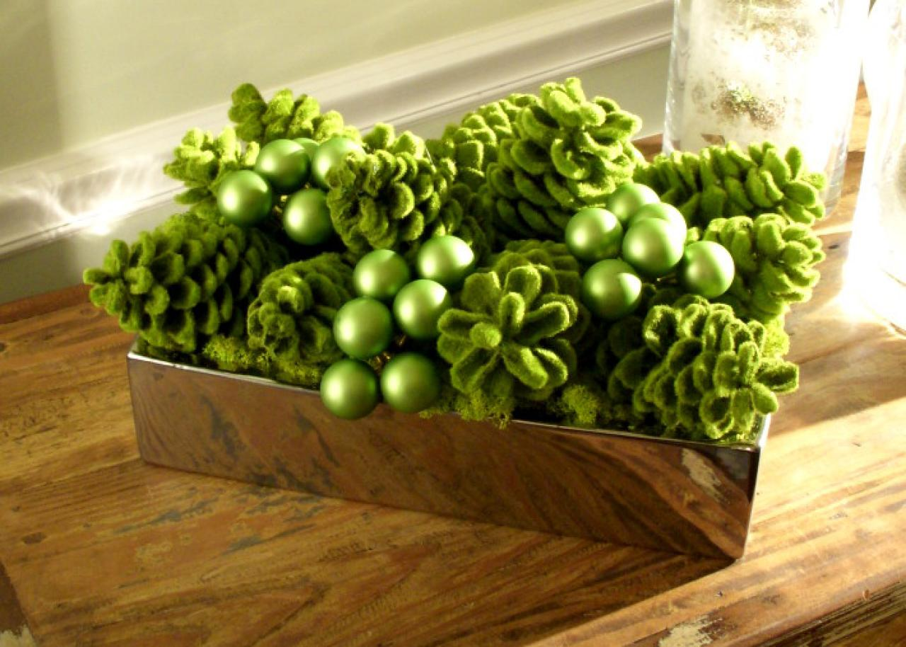 green centerpiece for a holiday table - Green Christmas Table Decorations