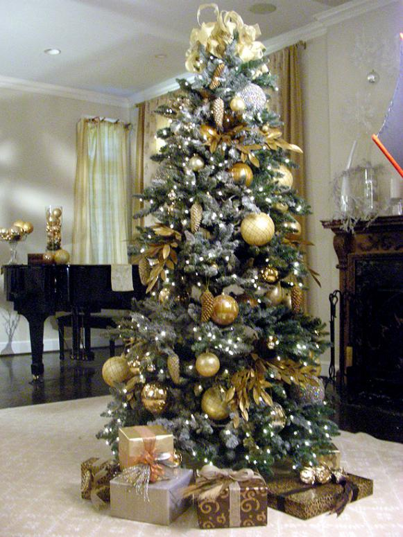Christmas Decorating Holiday Decorating Christmas Design 101 Christmas Trees. hoho1s07-green-flocked-tree : hgtv christmas tree decorating ideas - www.pureclipart.com