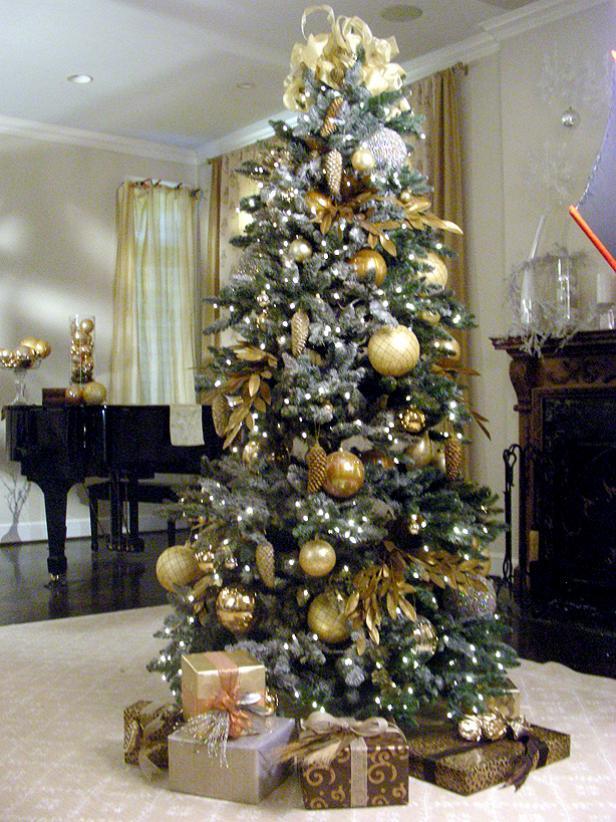 Create a Designer Christmas Tree | HGTV