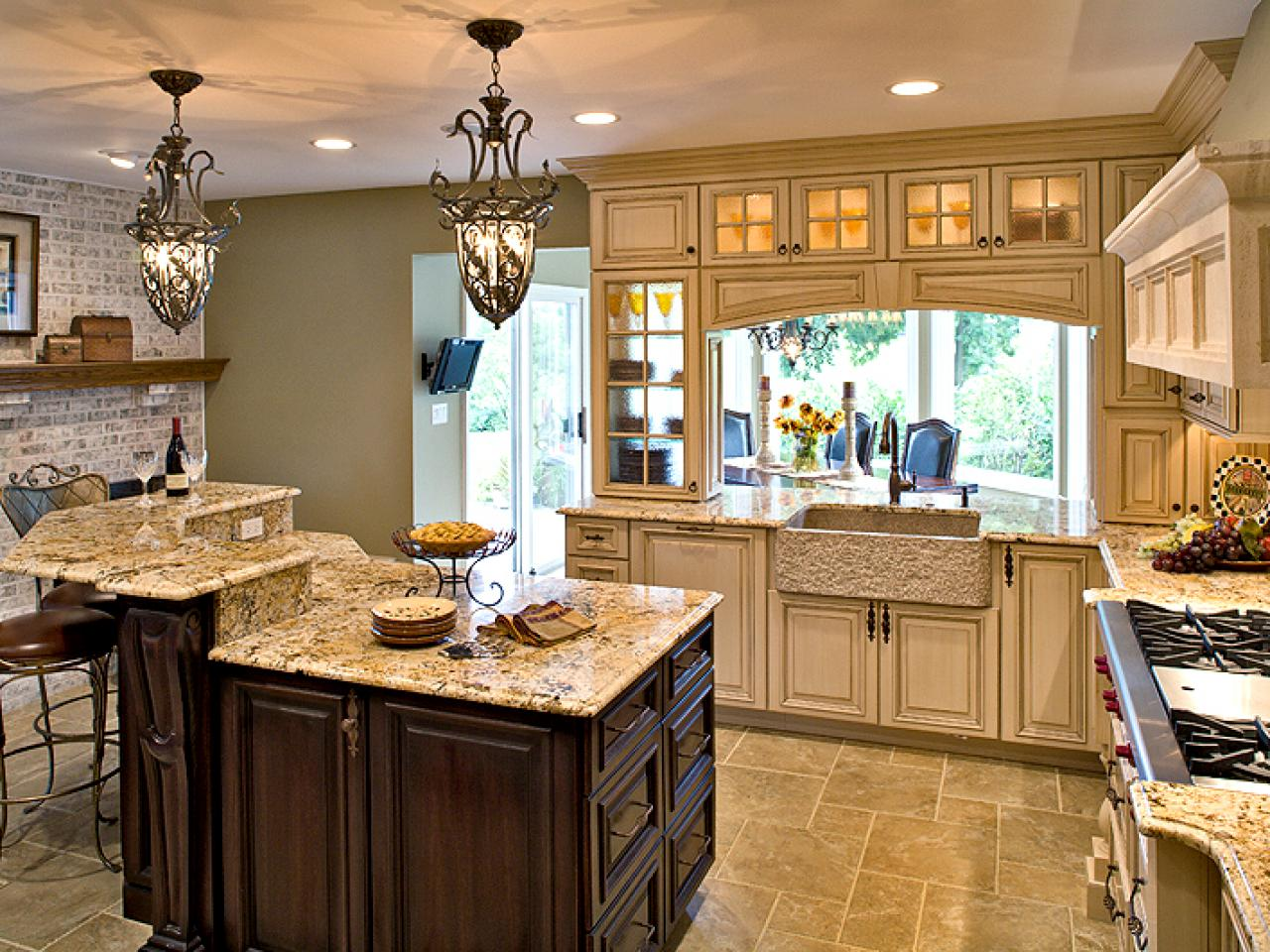 Under cabinet kitchen lighting pictures ideas from hgtv How do you design a kitchen
