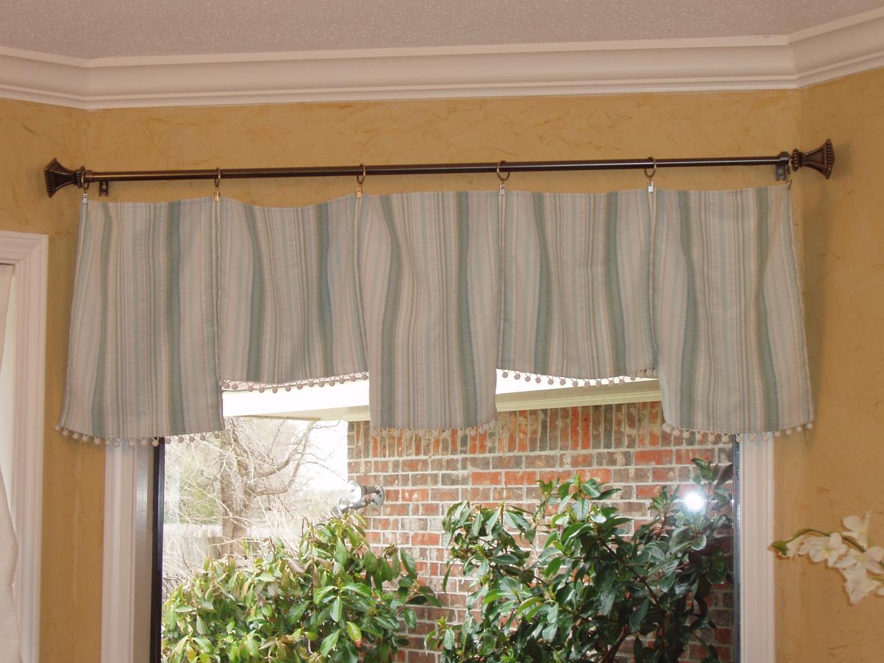 Window 5tablerunner