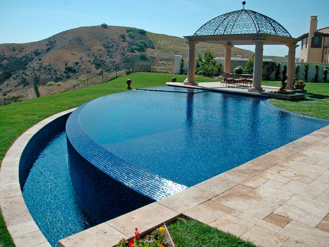 Forever dreaming of infinity edge pools check out these for Best small pool designs