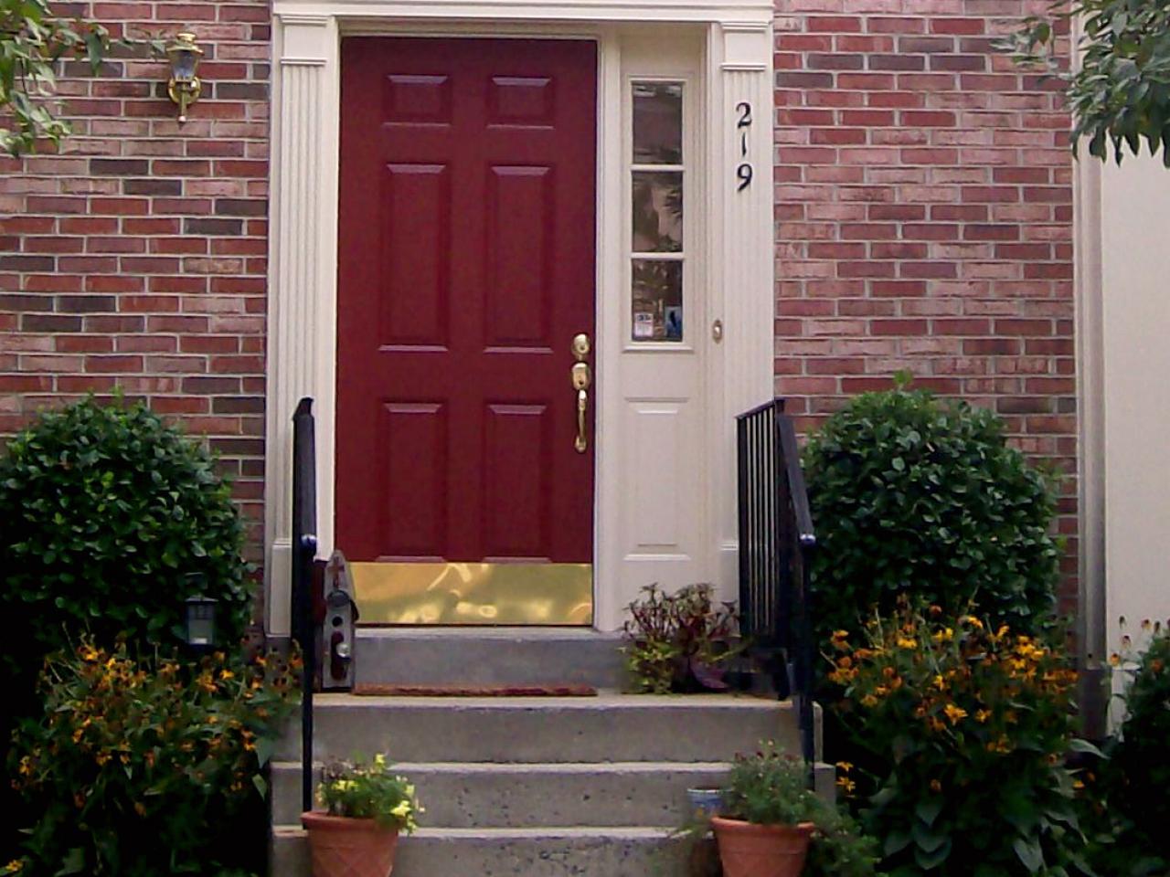 Hsold210 Red Front Door