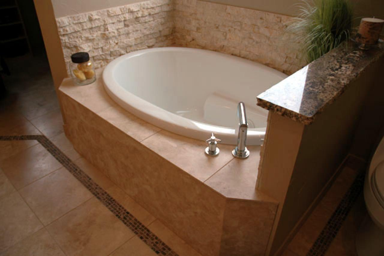 Small bathtub ideas and options pictures tips from hgtv hgtv Small bathroom design with bath and shower