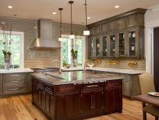 Get all the info you need on distressed kitchen cabinets, and create a welcoming and casually chic design in your kitchen.
