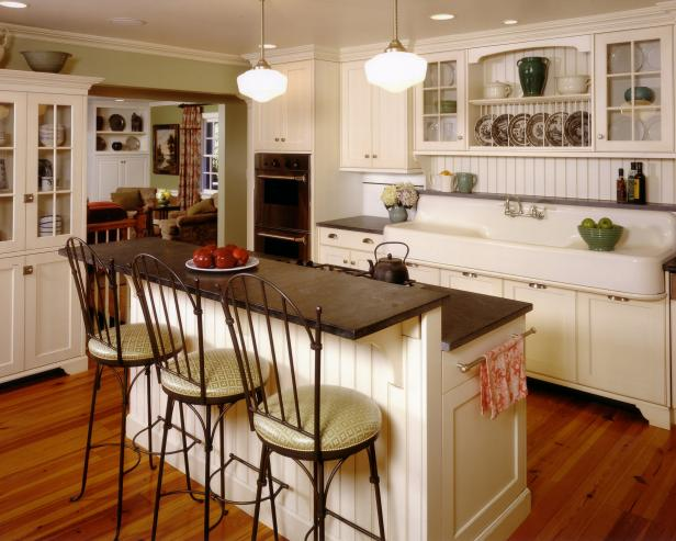Classic kitchen with farmhouse appeal