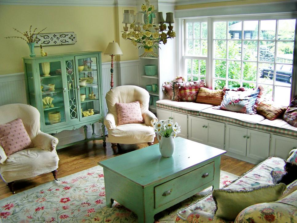 Cottage Living Space With Pastel Colors