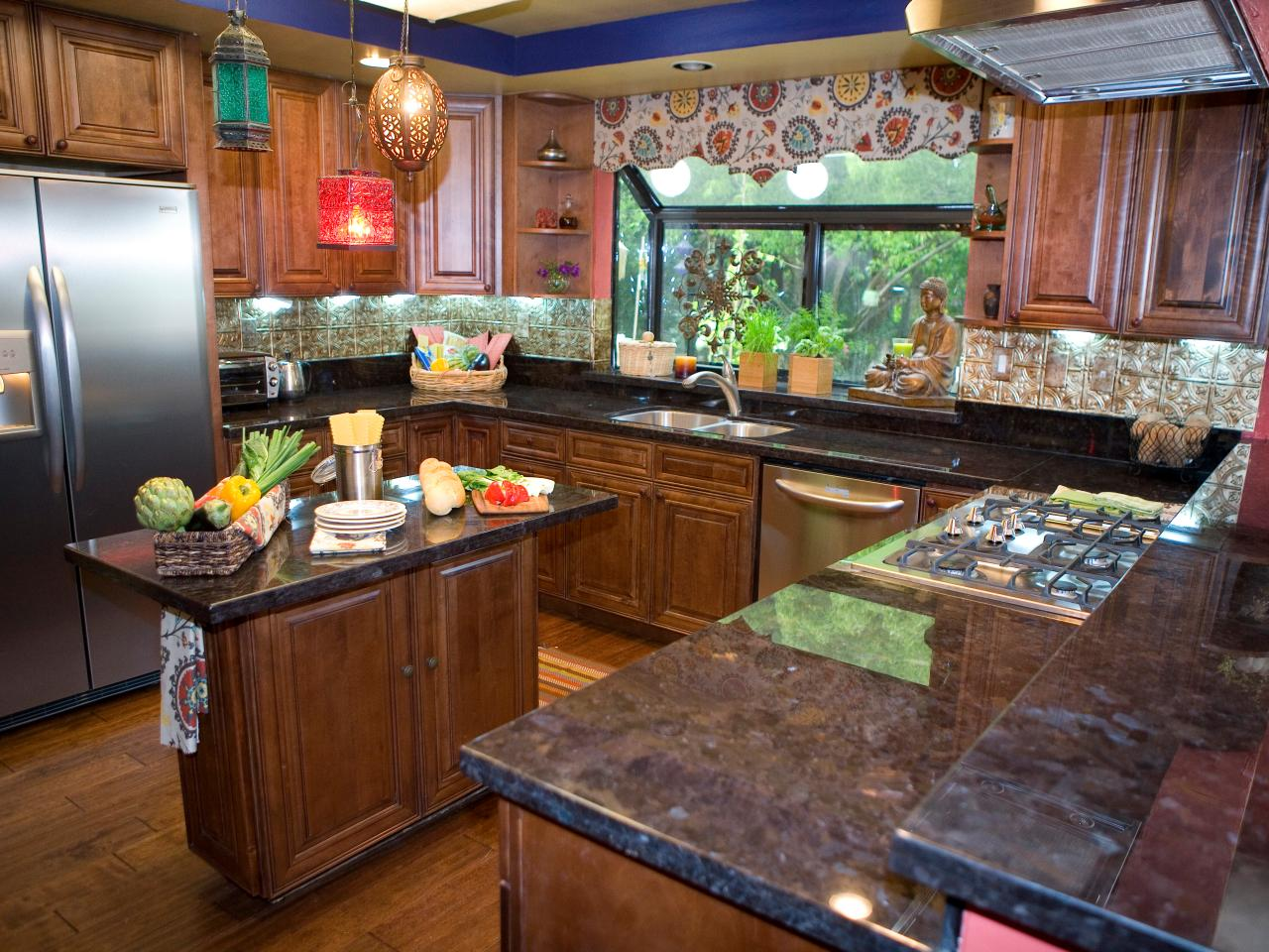 Vern 39 s design tips dueling kitchens hgtv for Pictures for kitchen