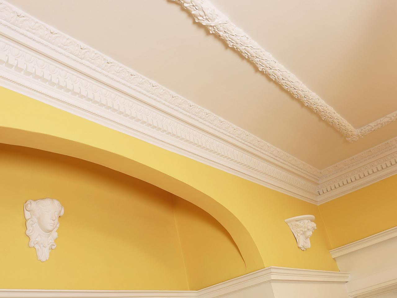 How to Repair Crown Molding | HGTV