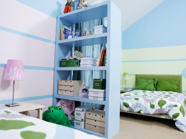 Kids' Bedroom With Storage Divider