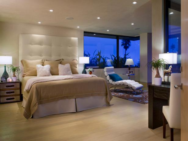 Guest Bedroom Smartly Designed for Maximum Relaxation