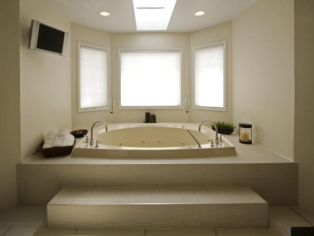 Whirlpool Bathtub in Stunning White Modern Bathroom
