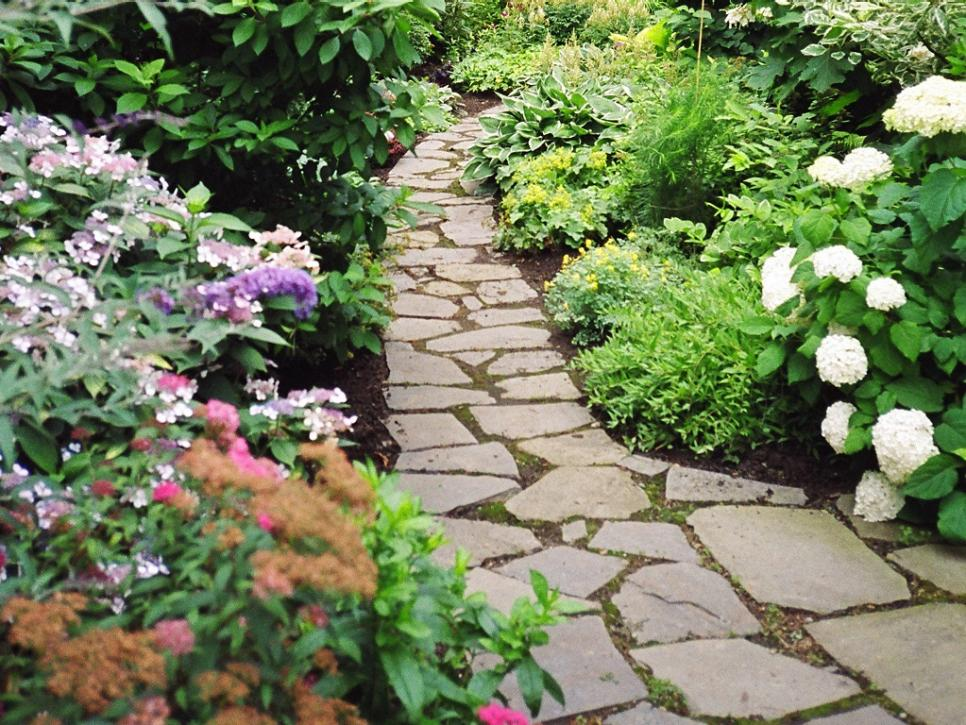 Tips For Creating An Inviting Walkway
