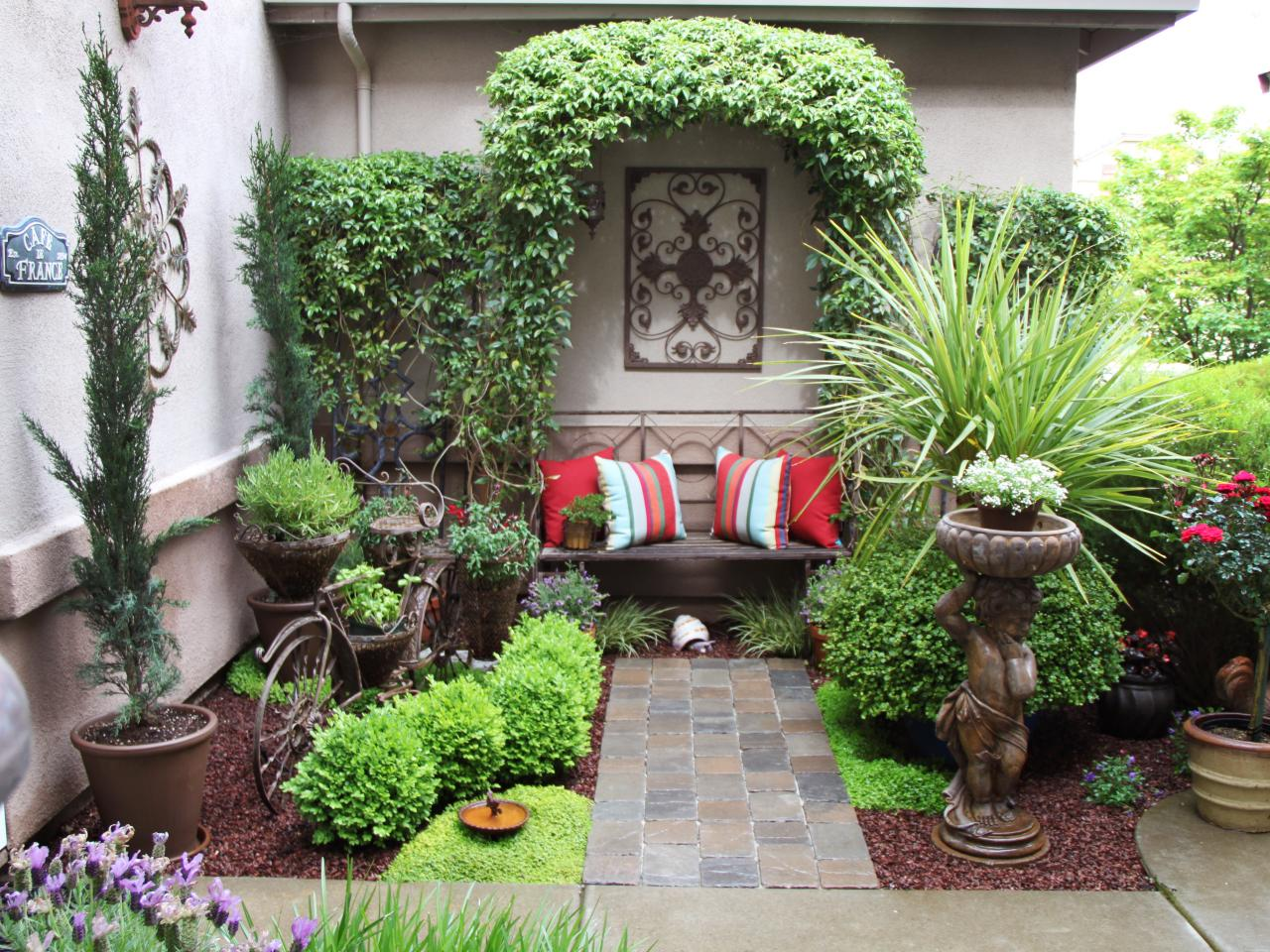 Courtyard garden design ideas hgtv for Italian courtyard garden design ideas
