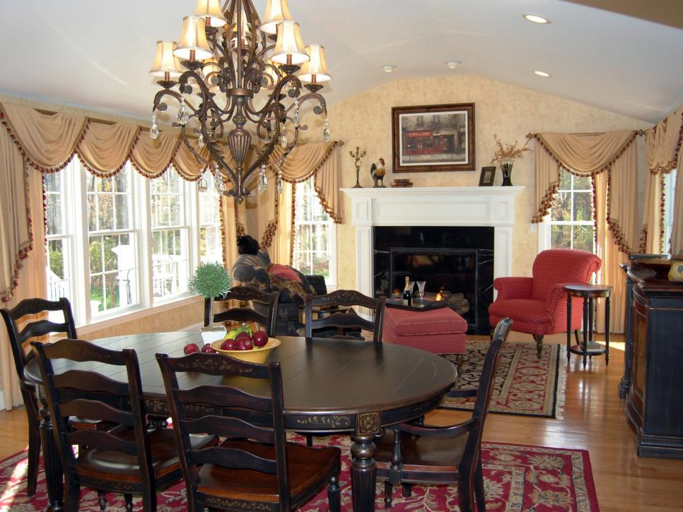 Traditional Great Room With Dining Table