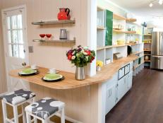 Stylish Eat-In Cottage Kitchen With Bright, Colorful Accents