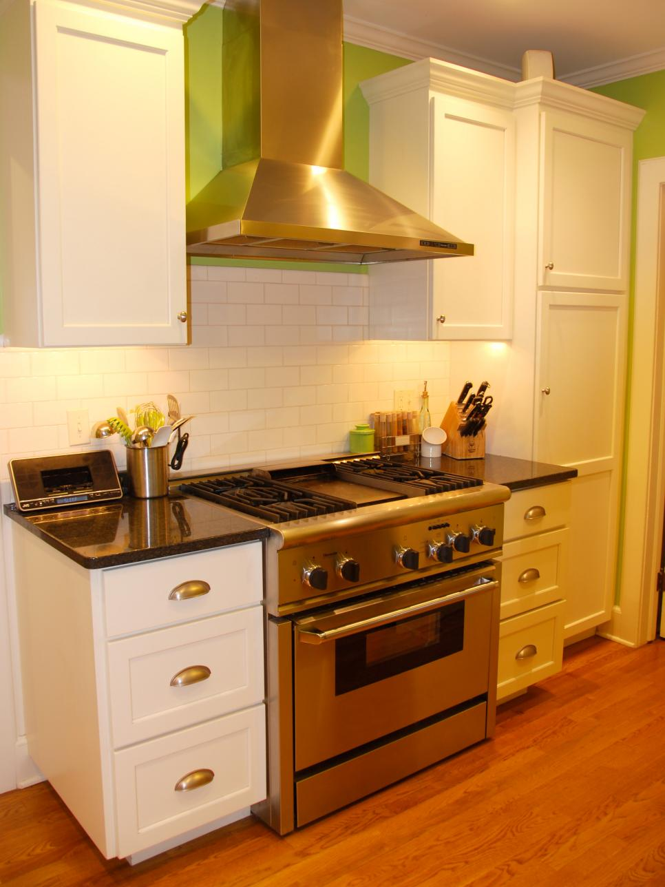 Innovative Small Kitchen Design Ideas | HGTV on Small Kitchen Remodeling Ideas  id=22258