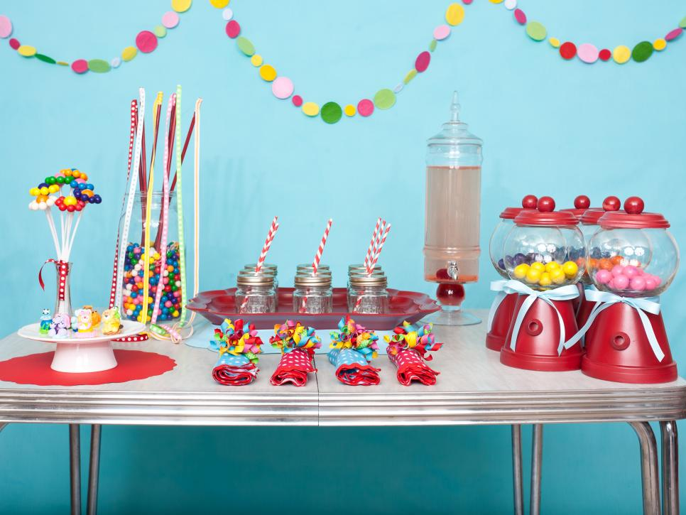 Diy favors and decorations for kids 39 birthday parties hgtv for Decoration items made at home