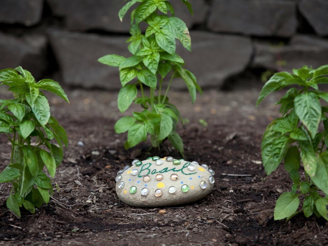 How to Make a Decorative Garden Stone | HGTV