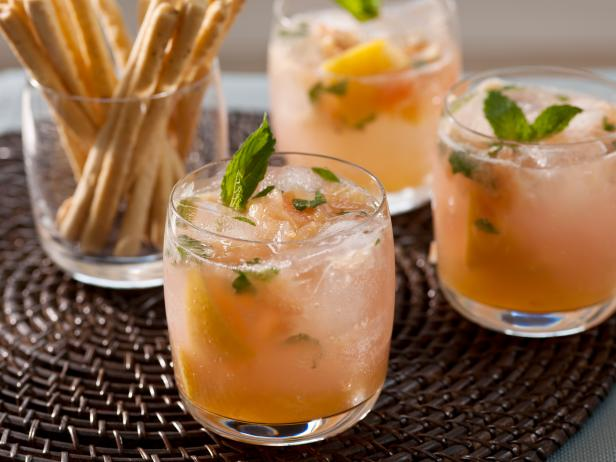 Non-Alcoholic Grapefruit Mojitos