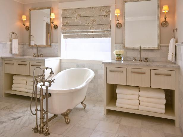 Superieur Neutral Double Vanity Bathroom With White Claw Foot Tub