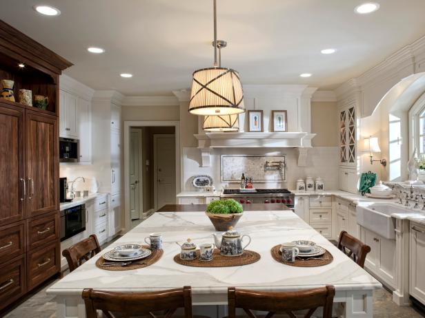 Kitchen Island Lighting With Wood Accents and Countertop Seating