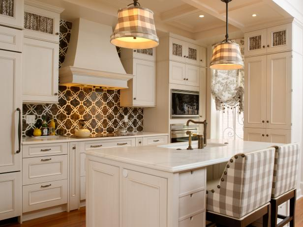 Traditional White Kitchen With Coffered Ceiling