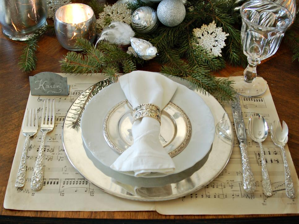 28 christmas table decorations settings hgtv - Christmas Table Decorations