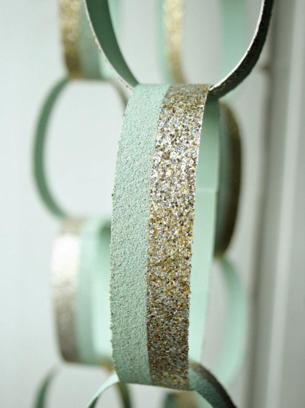How to Make a Glittered Chain-Link Holiday Garland