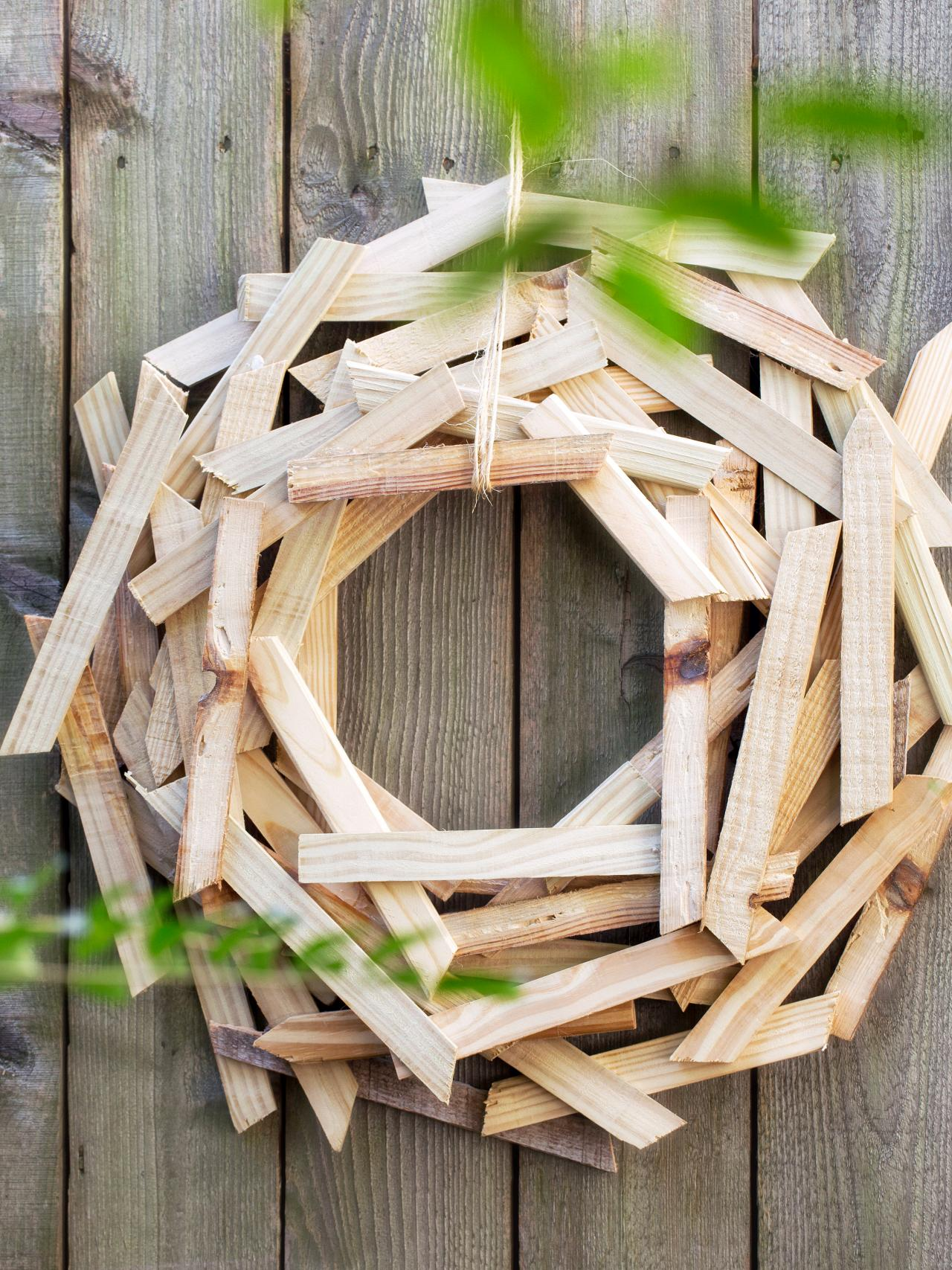 20 Winter Wreaths & Door Decorations You Can Display All Season Long