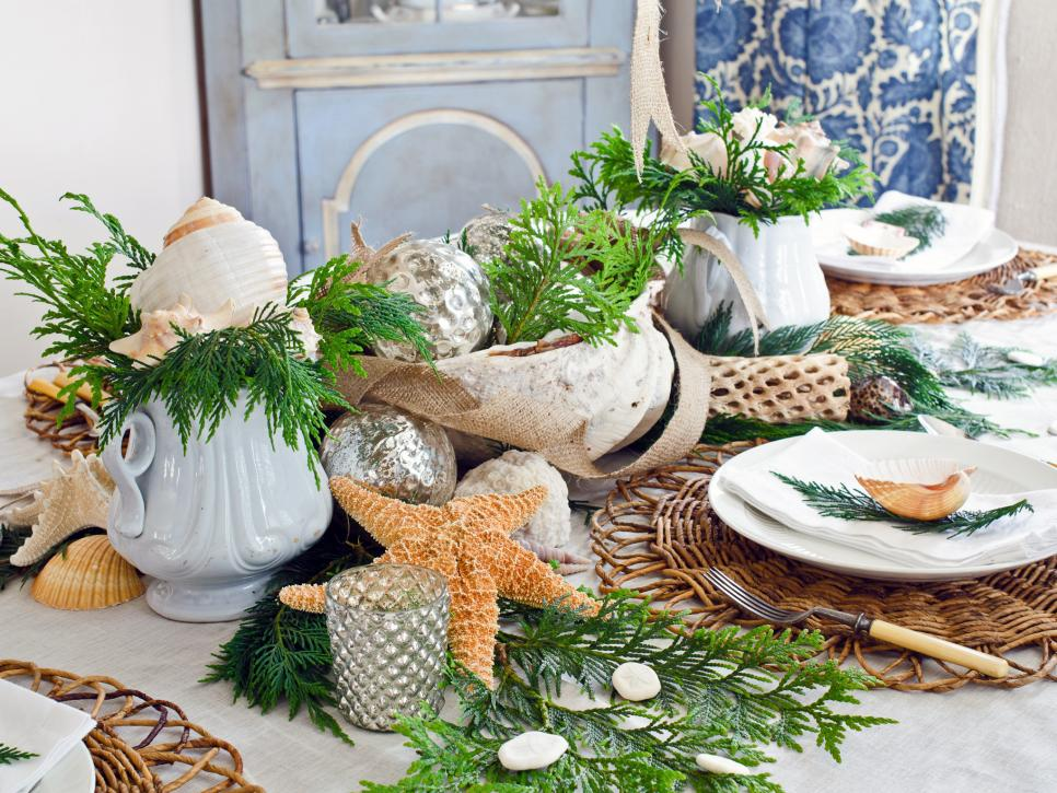 eye catching christmas centerpieces - Green Christmas Table Decorations