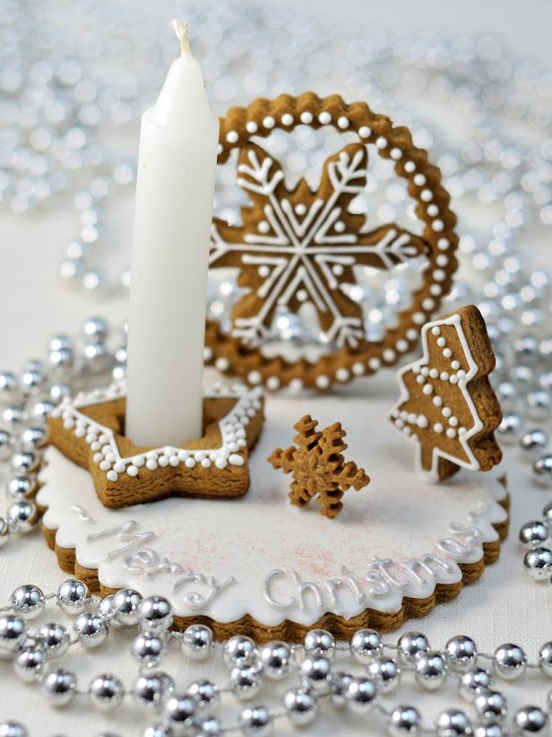 original_Hani-Bacova-holiday-gingerbread-centerpiece_s3x4
