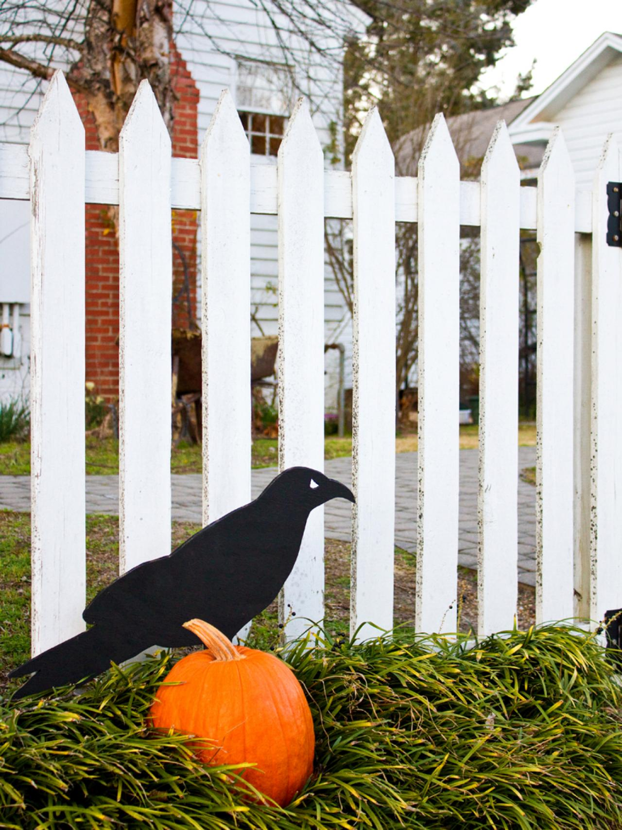 Giant Raven Outdoor Halloween Decoration | HGTV