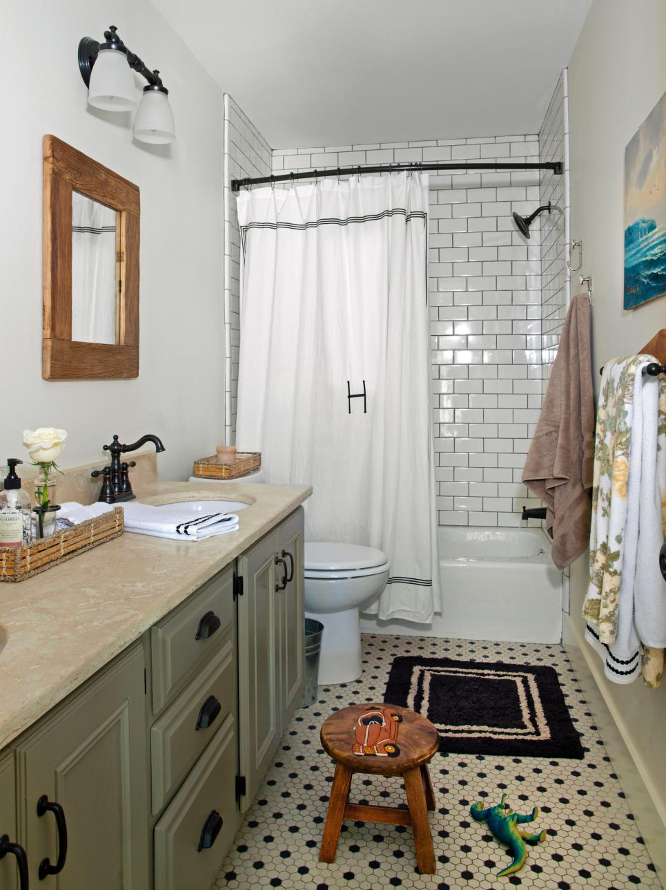 Traditional Boys Bathroom With White Tile