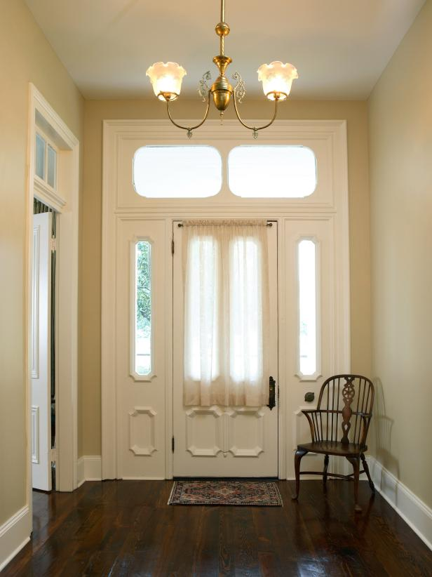 Traditional Neutral Entryway